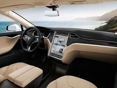 Два сенсорных дисплея в Tesla Model S